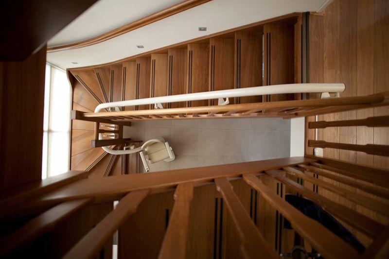 fauteuil monte escalier courbe handicare rembrandt implantation en virage int rieur aubagne. Black Bedroom Furniture Sets. Home Design Ideas