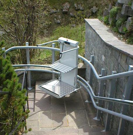 Plate forme monte escalier courbes omega lehner marseille for Norme escalier exterieur public